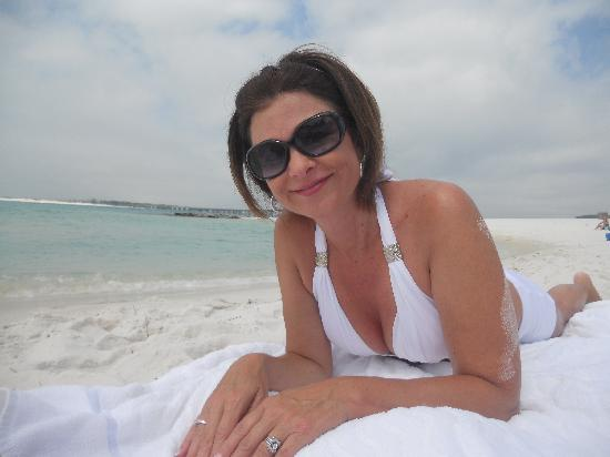 Emerald Grande at HarborWalk Village: Blue Water, White Sand, Happy Girl