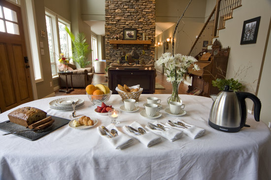 Mt. Woodside Bed & Breakfast: Afternoon Tea and Refreshments