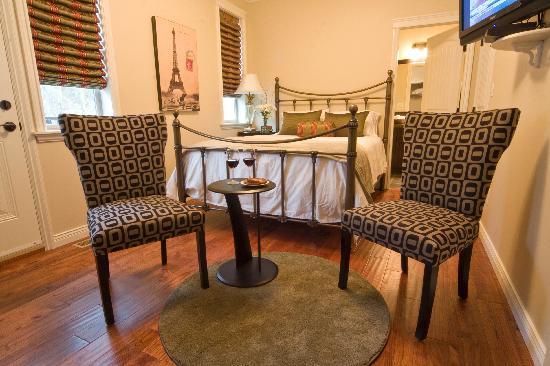 Mt. Woodside Bed & Breakfast: Cedar Suite