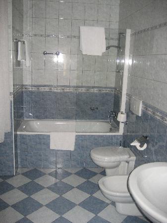 Cerny Slon: Bathroom