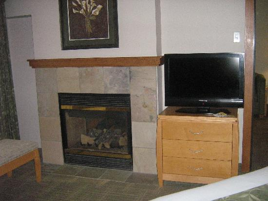 Skagit Valley Casino Resort: Two-sided fireplace
