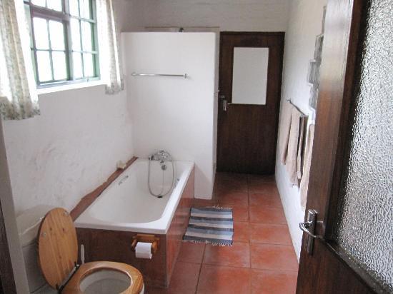 Koo Karoo Guest Lodge: Bad zwischen beiden Schlafzimmern
