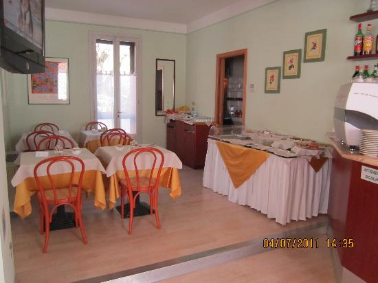 Hotel Zio Imola : Breakfast Table