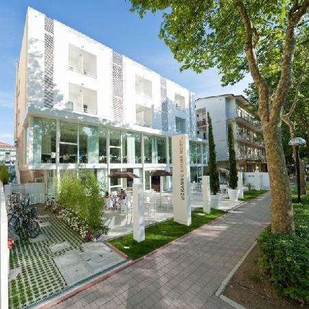 Color Mokambo Shore Design Hotel Cesenatico Italien