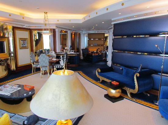 Burj Al Arab Jumeirah: The lounge room
