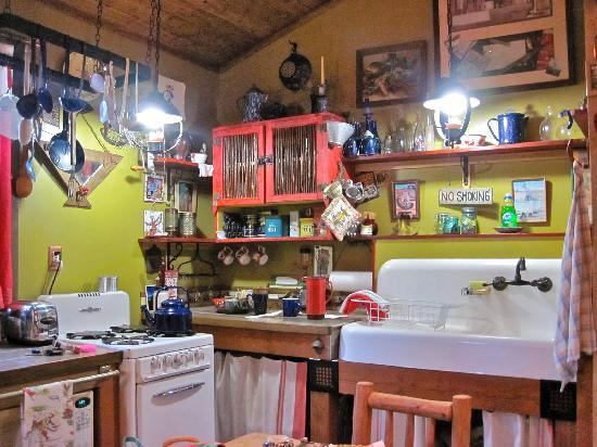 Rio Tierra Casitas: the kitchen in our casita