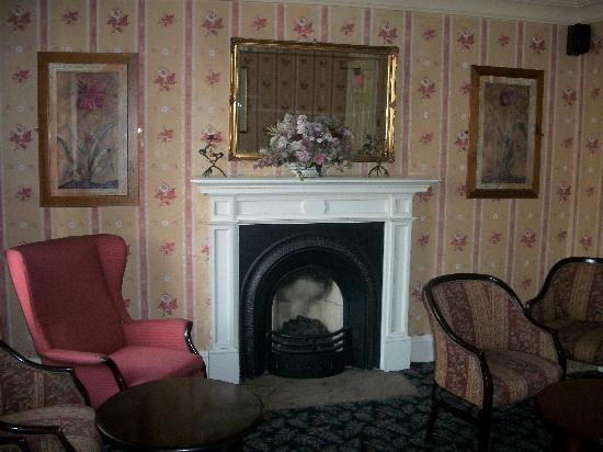 The Harewood Arms Hotel: The sitting room