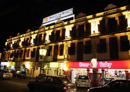 Streetview Hotel: Night View