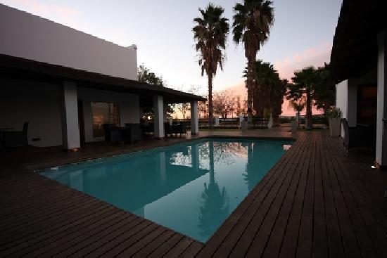 Dundi Lodge: Deck and Pool