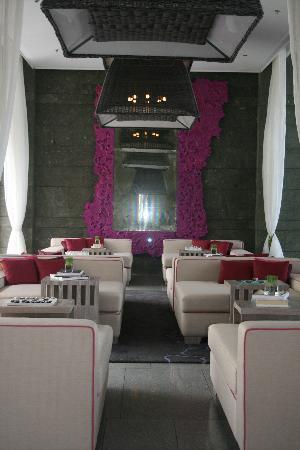 W Retreat & Spa Bali - Seminyak: Atrium