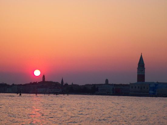B&B Ca' Isidoro: couche de soleil sur venise