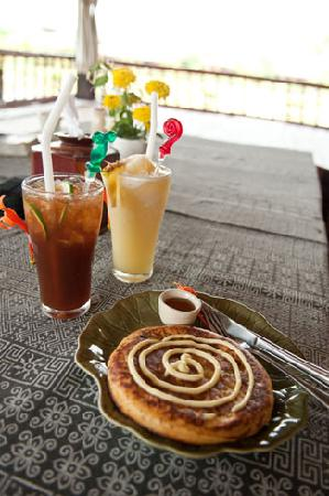 Bueng Pai Farm: Vanilla pancake with iced tea and a pineapple smoothie