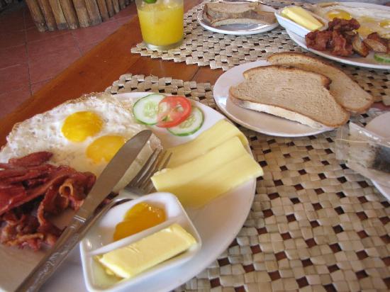 Tipolo Beach Resort: Yummy Breakfast