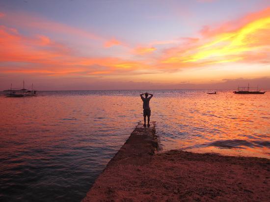 Tipolo Beach Resort: sunbed