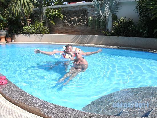 Palmview Resort Patong Beach: Pool geniesen
