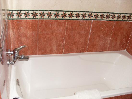 Club Marmara Marbella: baignoire de la salle de bain