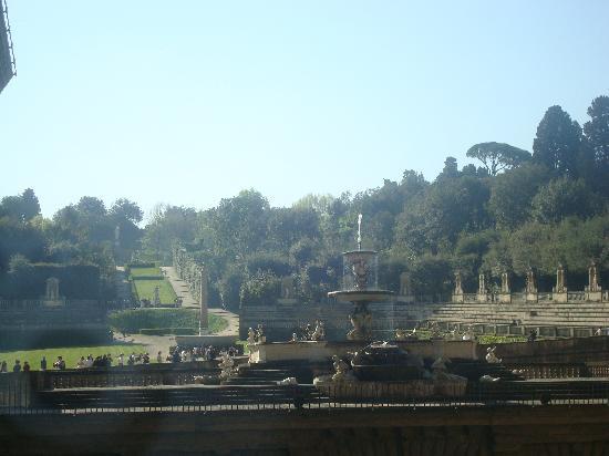 Florencia, Italia: Fuente delante de los jardines del Bóboli, desde el Palazzo Pitti