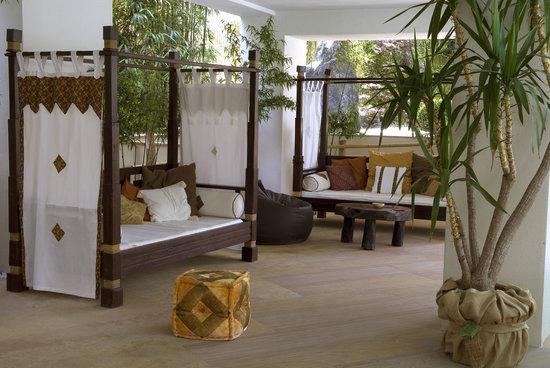 Color Hotel: oriental lounge