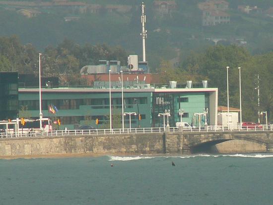 NH Gijón: vista del hotel desde cimadevilla