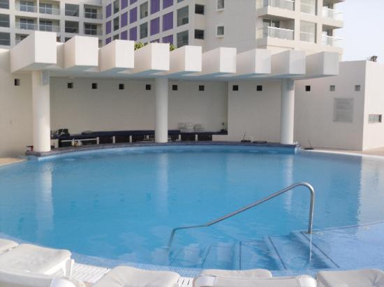 Pool Bar Picture Of Live Aqua Beach Resort Cancun Cancun Tripadvisor