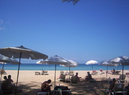 Naithonburi Beach Resort : the beach infront of the hotel