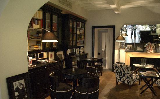 Hotel Cellai: our library