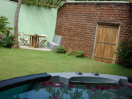 Brook Boutique Hotel & Spa: PRIVATE JACUZZI