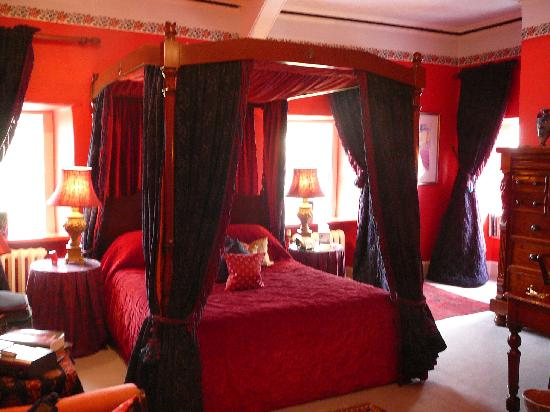 Ynyshir Restaurant and Rooms: Our room - Hogarth
