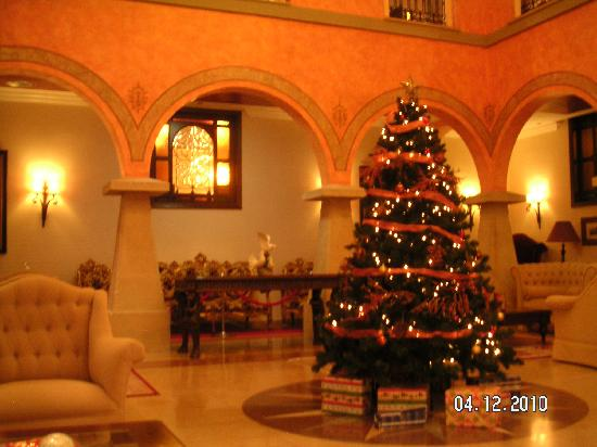 Hotel Palacio de la Magdalena: Christmas in the main hall
