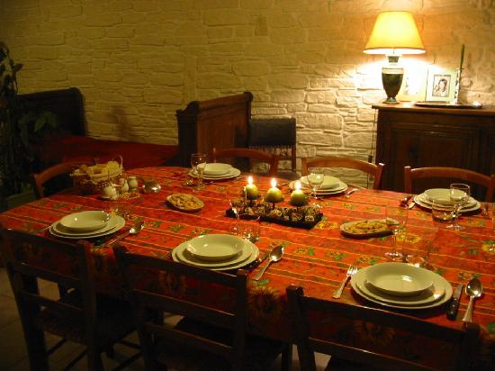 Clamanges, France : Salle à manger