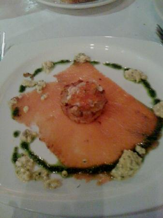 Cafe La Haye: House cured gravlax with sauce gribiche, arugula pesto, salmon caviar & potato cake
