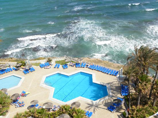 Playa Flamenca, España: Vista de la piscina desde la habitacion (8 planta)