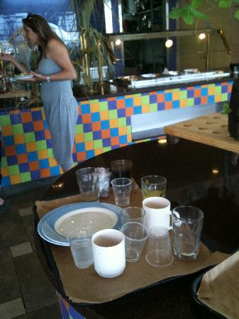 Crowne Plaza Hotel Eilat : dirty dishes that were left on the main table by the waiters