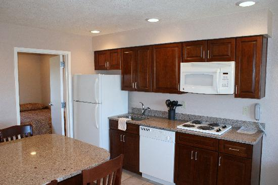 Starlight Motel & Luxury Suites: Kitchen Area Suite