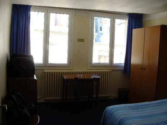 De La Vallee Hotel : The Bedroom..