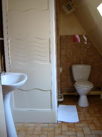 De La Vallee Hotel : The Bathroom