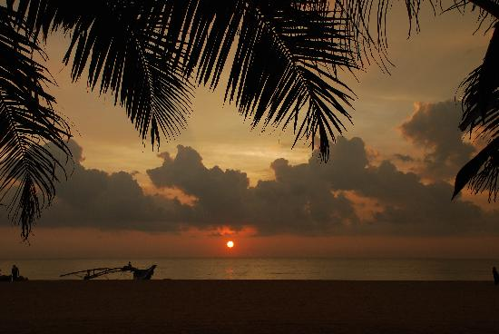 Paradise Beach Hotel : Sunset at beach