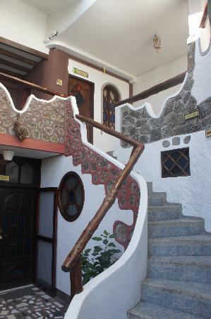 Divers Santa Cruz Lodge: Stairway to room at Divers Lodge