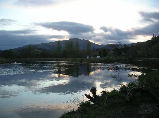 Roslin Cottage: Callendar river in the evening