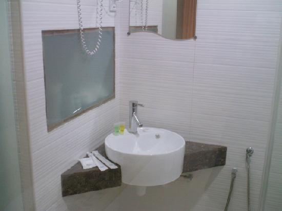 Azio Hotel: Deluxe room - bathroom