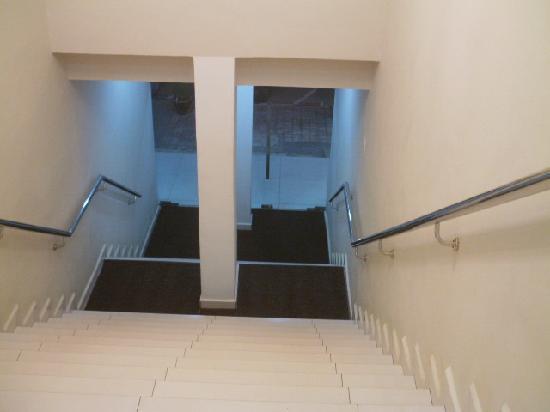 Azio Hotel: Hotel entrance (no lift)