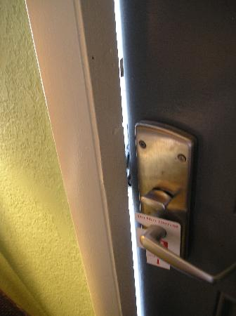 Econo Lodge: Locked door