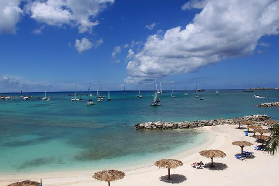 Cole Bay, St-Martin/St Maarten : Beautiful Beach