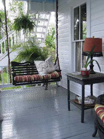 Mount Victoria Bed & Breakfast Inn: Downstairs veranda