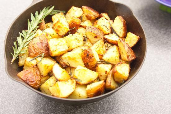 Ray's Bucktown Bed and Breakfast: Roasted Red Potatoes are a Ray's staple!