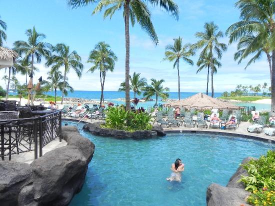 Marriott's Ko Olina Beach Club: Looking out from the bridge...
