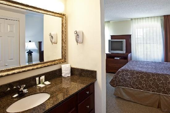 Staybridge Suites Tampa East - Brandon: Granite vanity makes for a comfortable stay