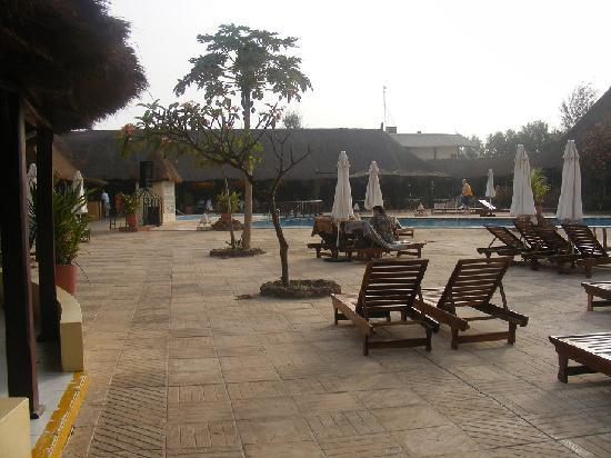 Kombo Beach Hotel: The pool area at breakfast time