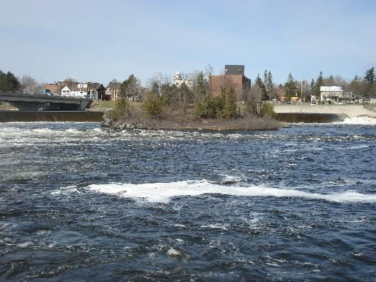 Quality Inn Arnprior: island below dam