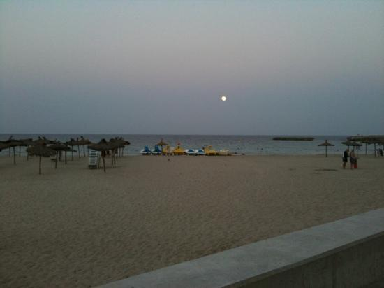 Sa Coma, España: S'illot Beach at night